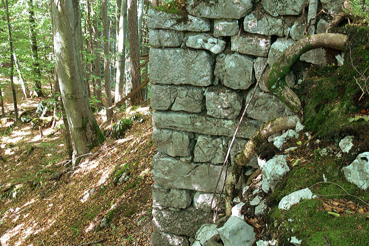 Gutrat-Rossstall: Eckquaderung an der SW-Ecke des Turmes