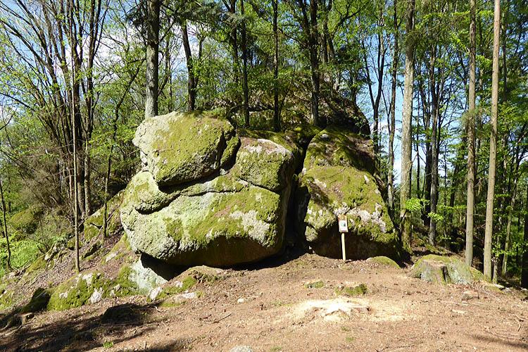 Rotenfels: Ostseite des Burgfelsens