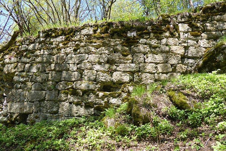 Rotenfels: Mauerwerk an der Südseite