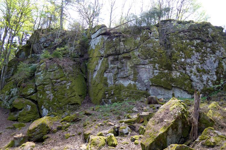 Rotenfels: Nordseite des Burgfelsens