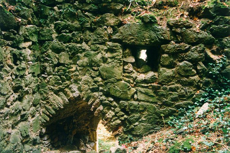 Thernberg: Portal im Kellergeschoß