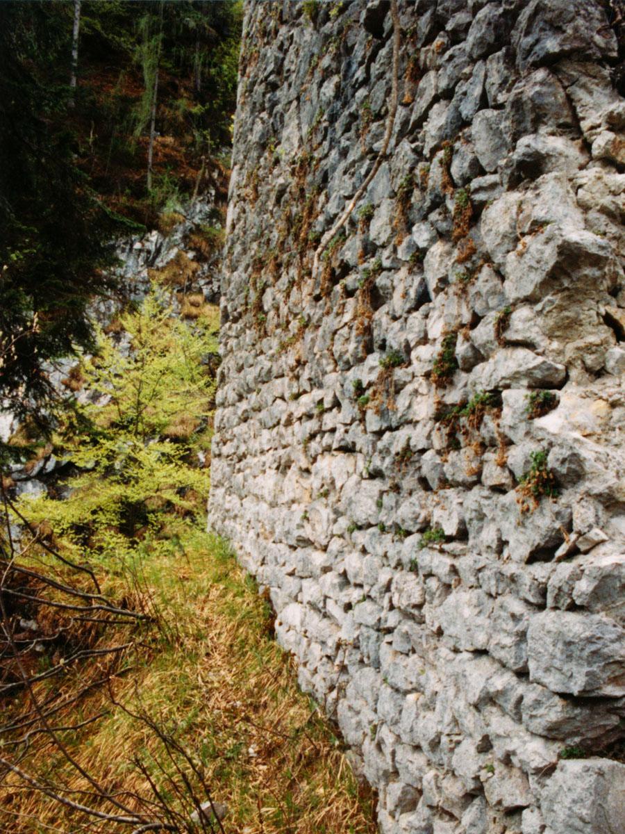 Saalegg: Kleinquadermauerwerk
