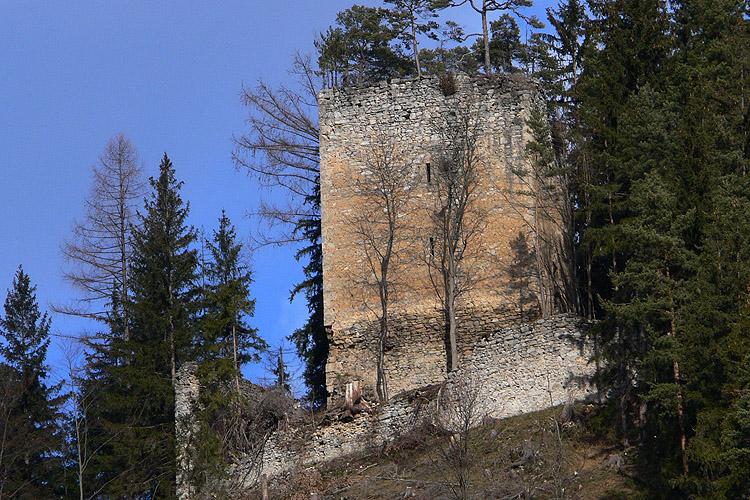 Hungerturm Waldstein: Wohnturm vom Tal aus gesehen.