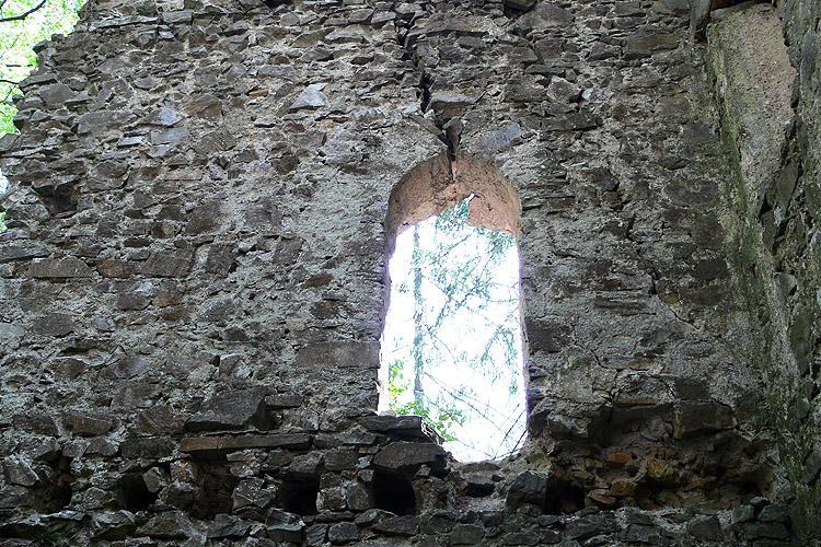 Neu-Waxenegg: Palas, Tür zur Kapelle.