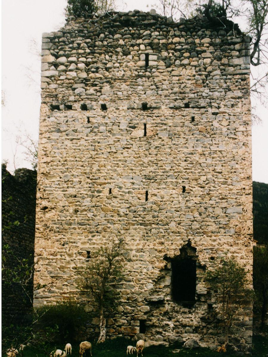 Hieburg: Bergfried, Südseite, Hofseite mit Hocheinsteig.