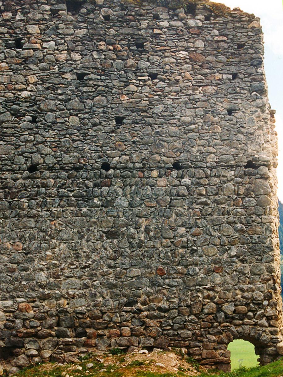 Hieburg: Aufstockung  der südlichen Ringmauer.