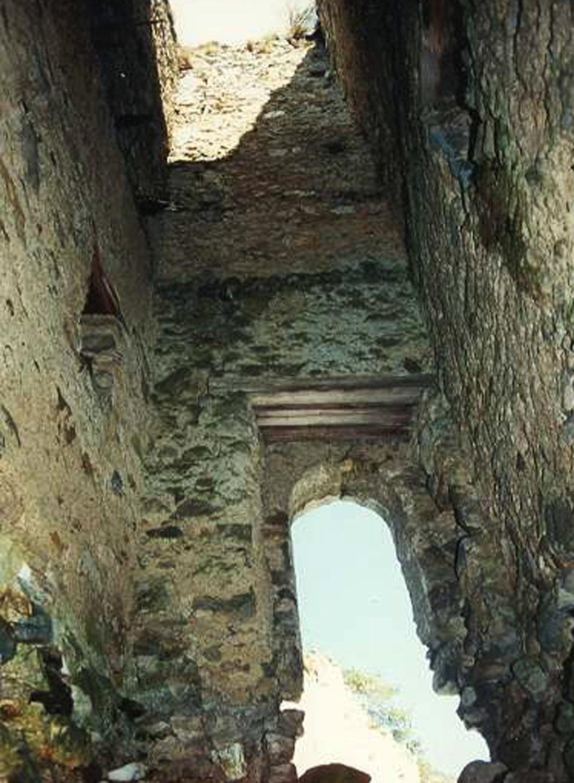 Kammerstein: Bergfried innenseite mit Hocheinstieg.
