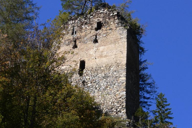 Kammerstein: Südseite des Torbaus mit Schlüsselscharten.