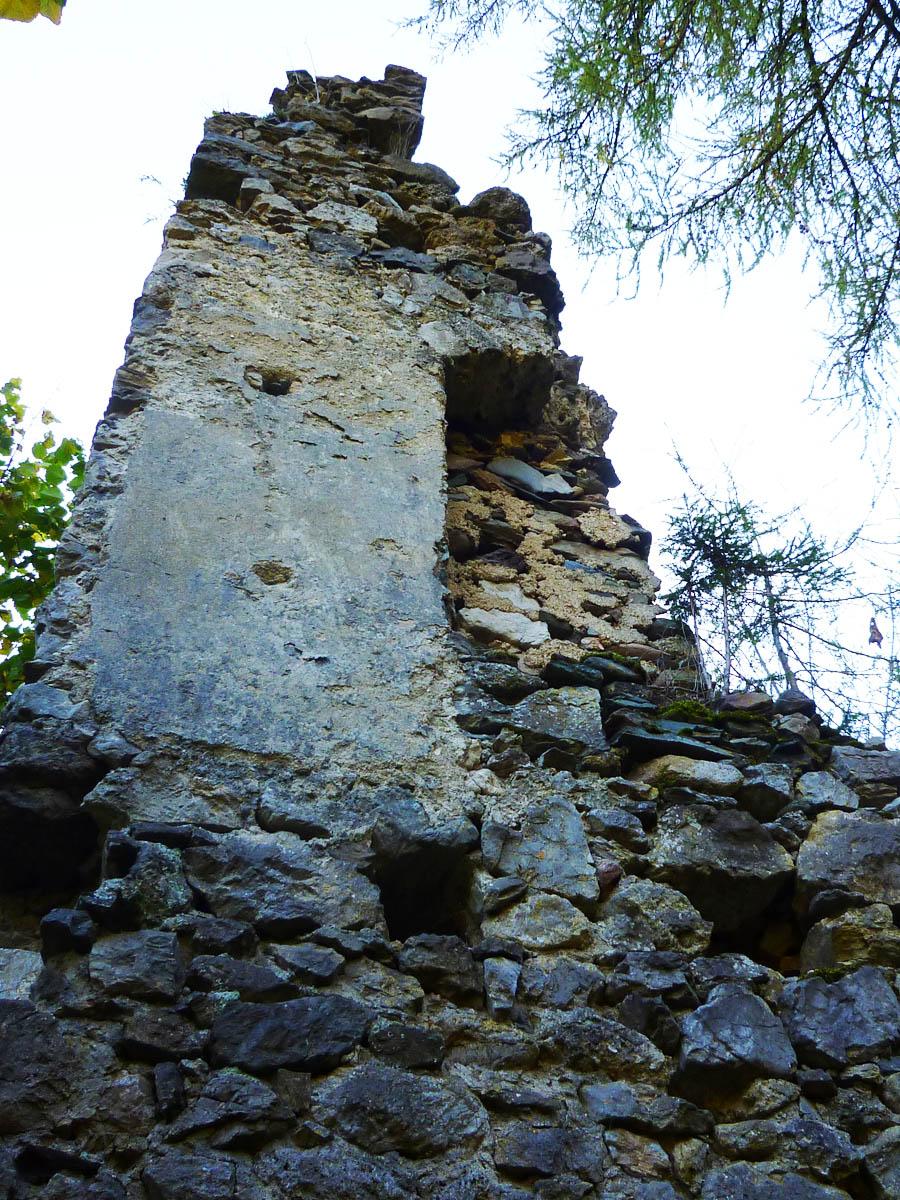Kammerstein: Torturm der Vorburg mit Wandkasten und Innenputz.