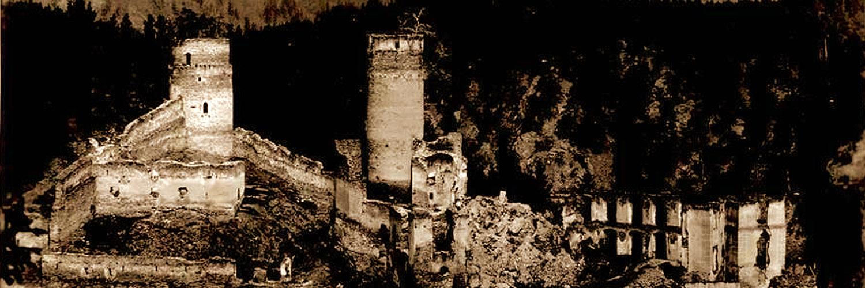 Kollmitz: Panorama mit Batterieturm (links) und Bergfried (rechts), um 1930