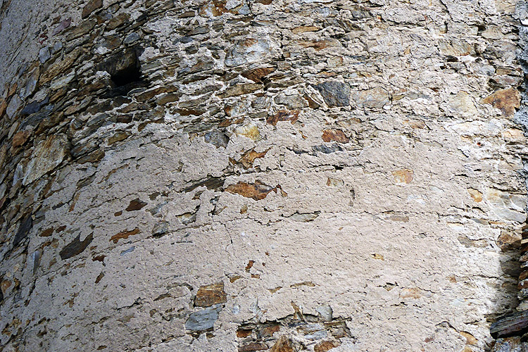 Kollmit: Mauerwerk und Putzstruktur am Bergfried,