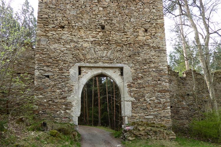 Kollmitz: das mittig in der Böhmischen Mauer gelegene Tor.