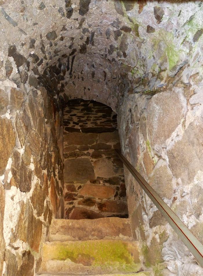 Schaunberg: Mauertreppe im Bergfried.