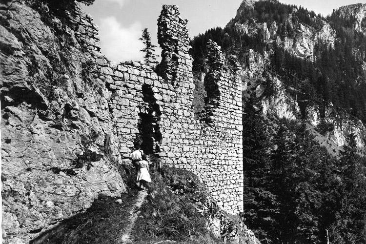 Wartenfels: Westfassade des Palas, um 1950.