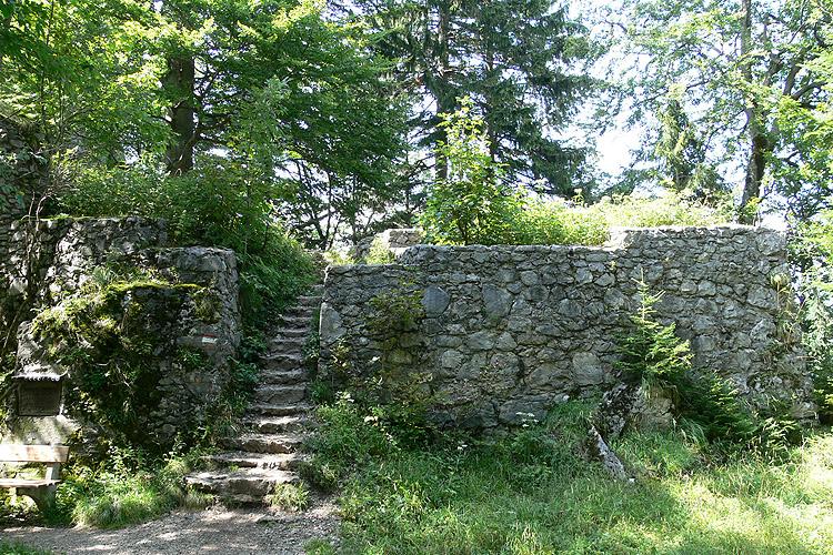 Wartenfels: 1. Burgtor, Eingang zur Vorburg.