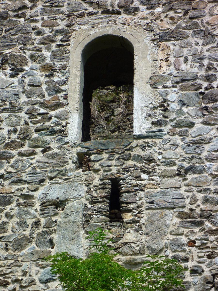 Weyerturm: primärer, vermauerter Hocheinstieg und sekundärer Hocheinstieg an der Südfassade.