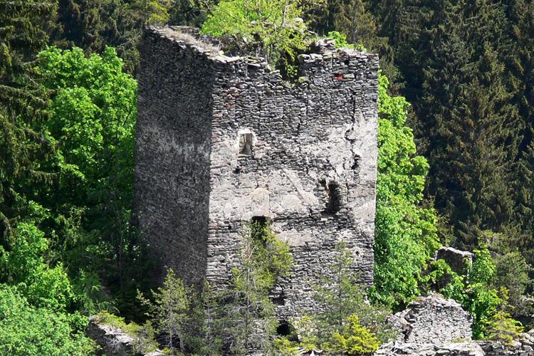 Niederkraig: Bergfried von Hochkraig aus gesehen.