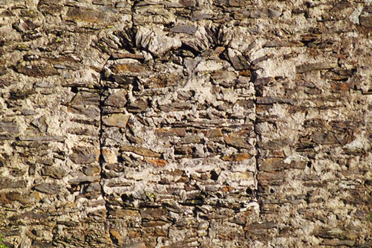 Niederkraig: vermauerte Bifore am Bergfried.