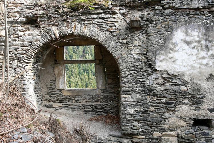 Niederkraig: Palas Südseite, Fensternische der 2. Bauphase