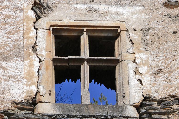 Niederkraig Palas: Das vollständig erhaltene Kreuzstockfenster, Ergdeschoss, Westseite