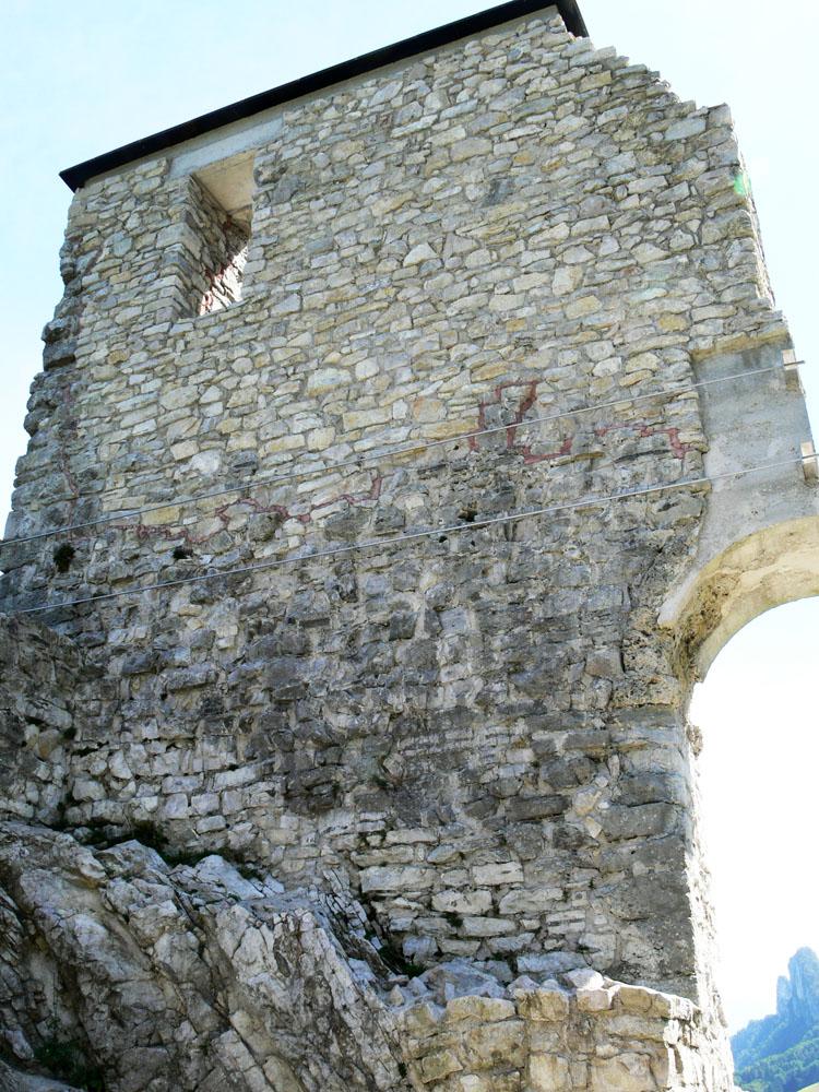 Gutrat: Rückseite des Wohnturms, Zustand 2006