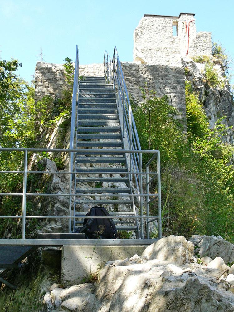 Gutrat: Burgweg nach der ersten Kehre, Zustand mit Metalltreppe 2006