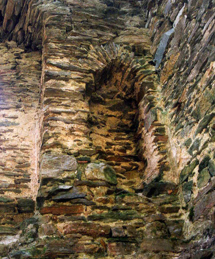 Himmelberg: Wandschrank im 1. Obergeschoss