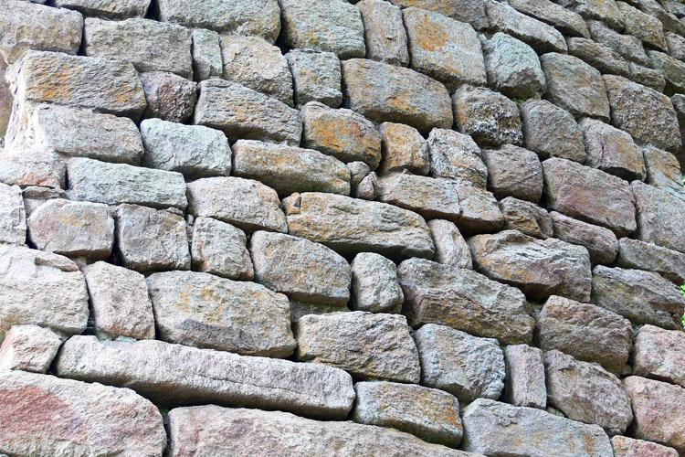 Klamleiten: Quadermauerwerk am Rundturm