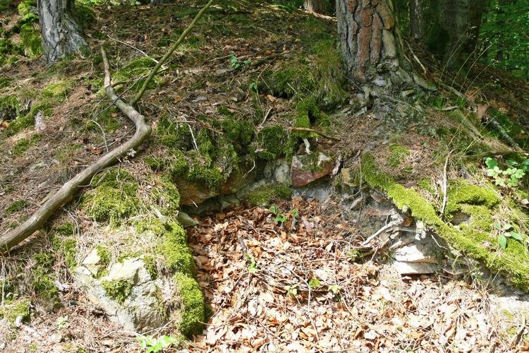 Klamleiten: Mauerrest am unteren Ende des Burgfelsens