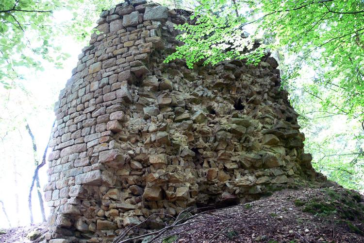 Klamleiten: Turmstumpf des runden Bergfrieds