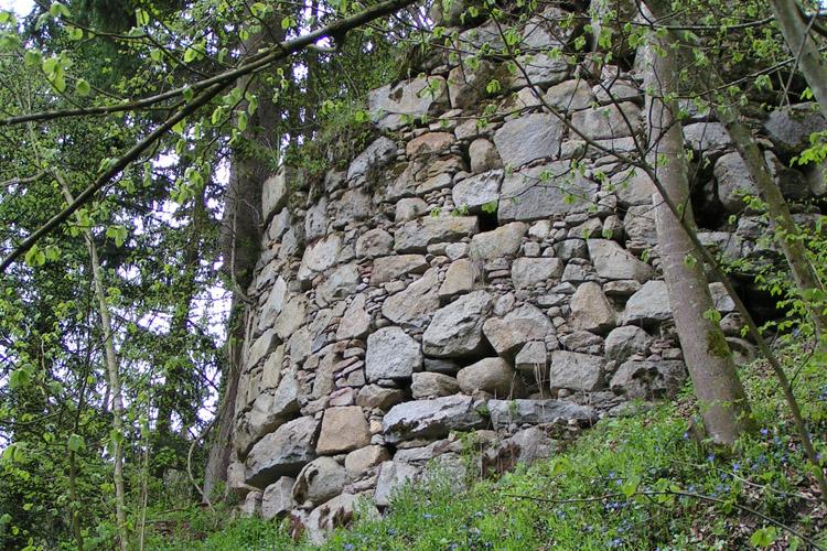 Mitterberg: Rundturm der äußeren Ringmauer