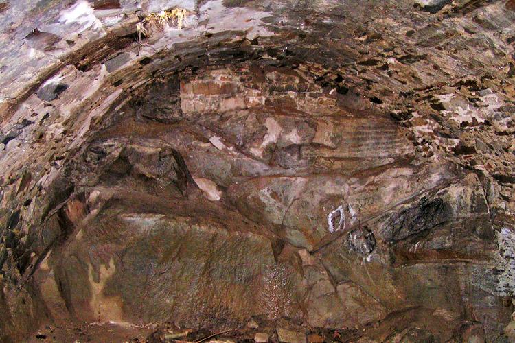 Mitterberg: Tonnengewölbe im Keller des Wohnturms