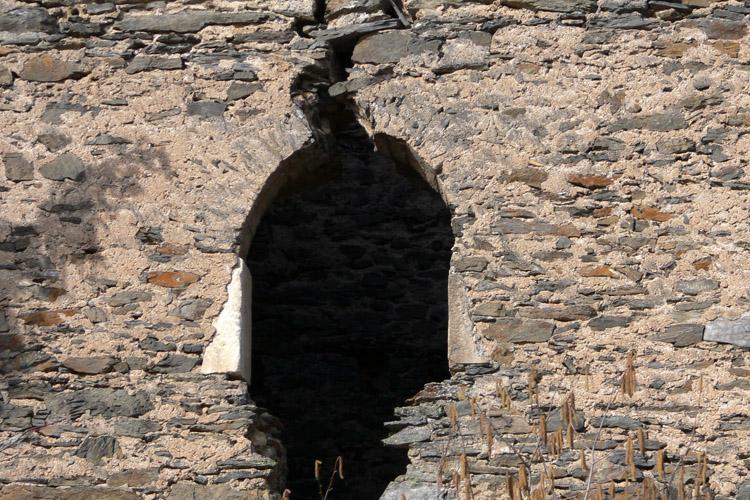 Niederkraig Wohnturm: Sitznischenfenster an der Südseite.