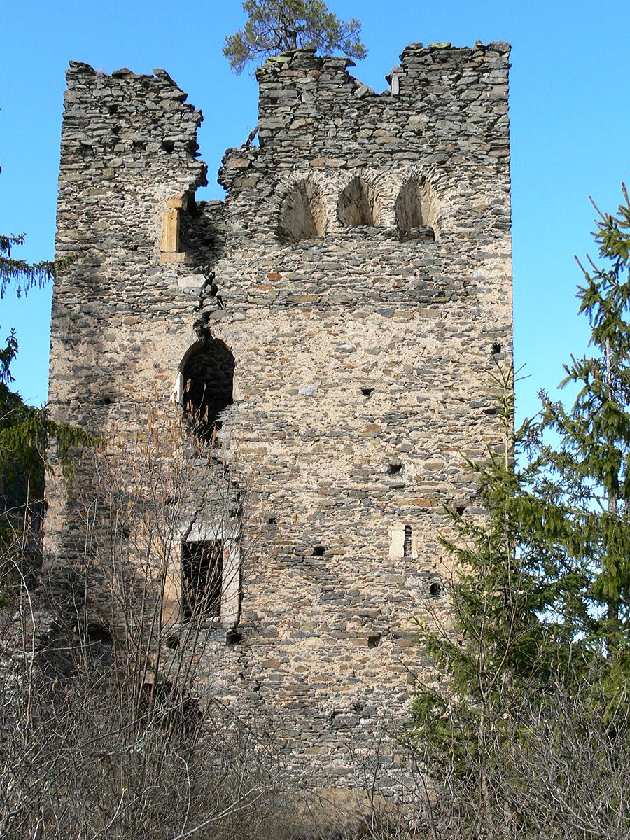 Niederkraig Wohnturm. Die gegen die Hauptburg gerichtete Südfassade.