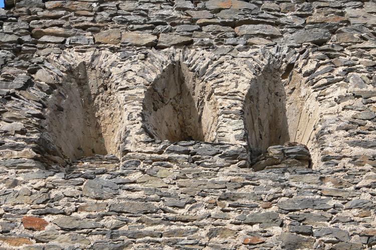 Niederkraig Wohnturm: dreiteilige Fenstergruppe.