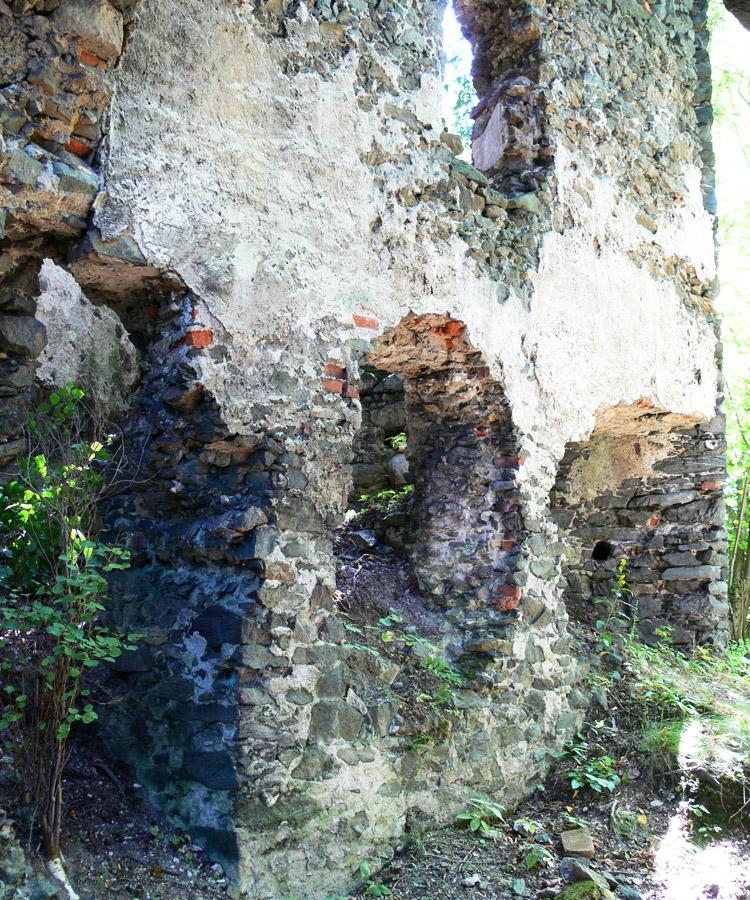 Pernegg: Gebäude zwischen Tor und Kapelle