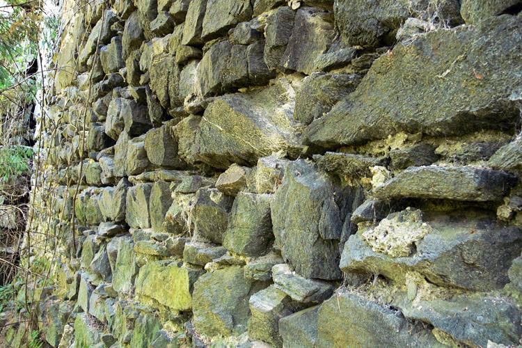 Pernegg: Mauerwerksstruktur der ältesten Ringmauer an der Ostseite
