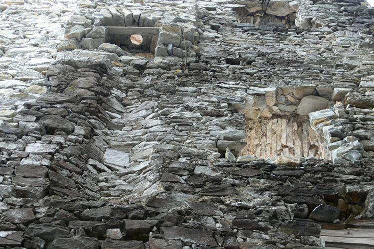 Salla-Klingenstein: Abtritterker an der nördlichen Ringmauer