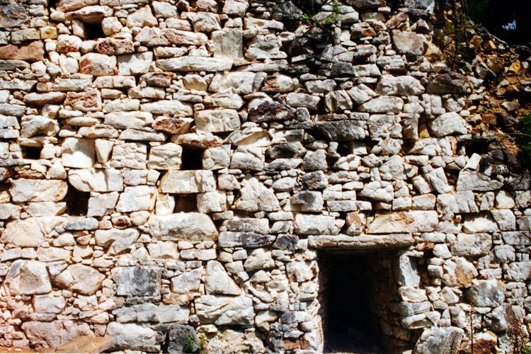 Salla-Klingenstein: Mauerwerksstruktur der nördlichen Ringmauer (Foto 1996)