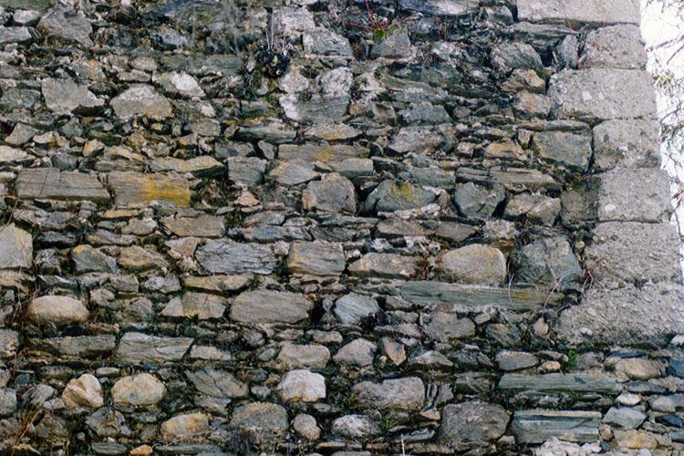 Säusenstein: Mauerwerk des Turms