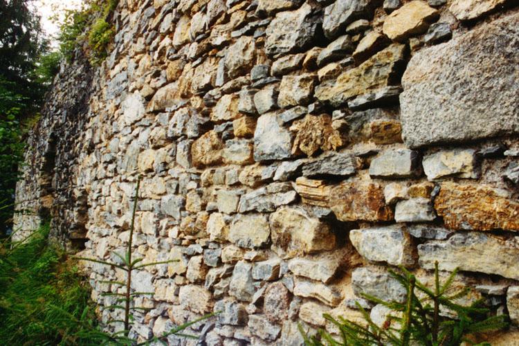 Sulzau-Friedberg: Mauerwerksstruktur der Ringmauer