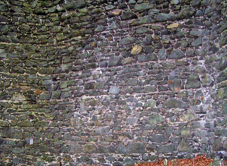 Untere Pernegg: Kompartimentmauerwerk an der Innenseite der Schildmauer