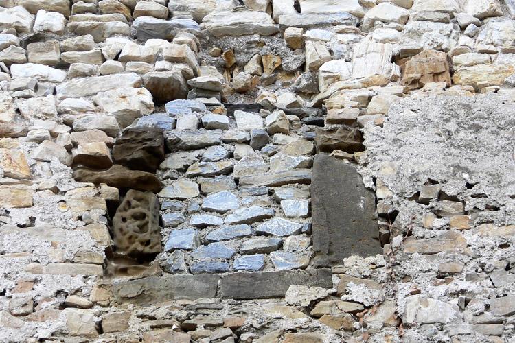 Obervoitsberg: vermauerte Bifore am Wohnturm
