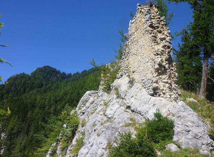 Ehrenfels: Die an der Felskante stehende Südwand