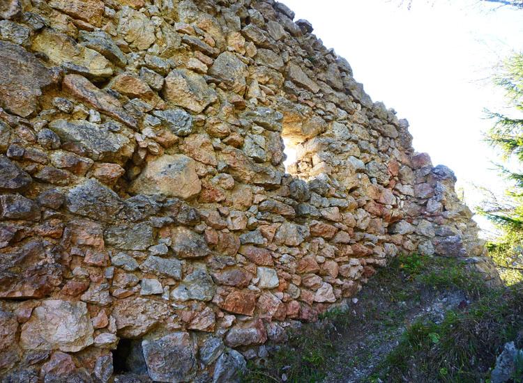 Ehrenfels: die doublierte Innenwand der Südwand