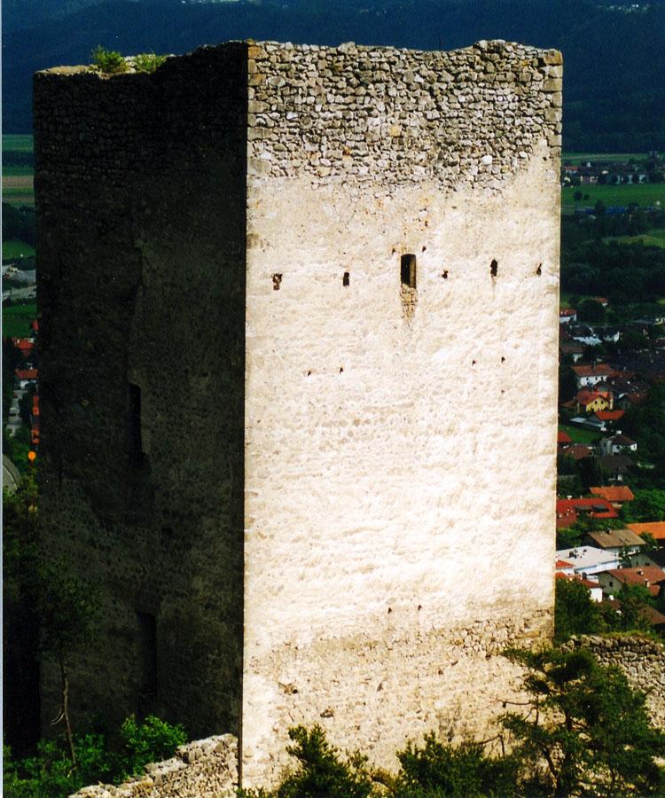 Fragenstein: Nordseite des Bergfrieds