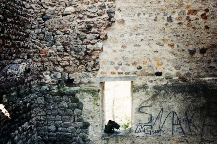 Fragenstein: Die wiederaufgemauerte Nord-Ost-Ecke des Bergfrieds