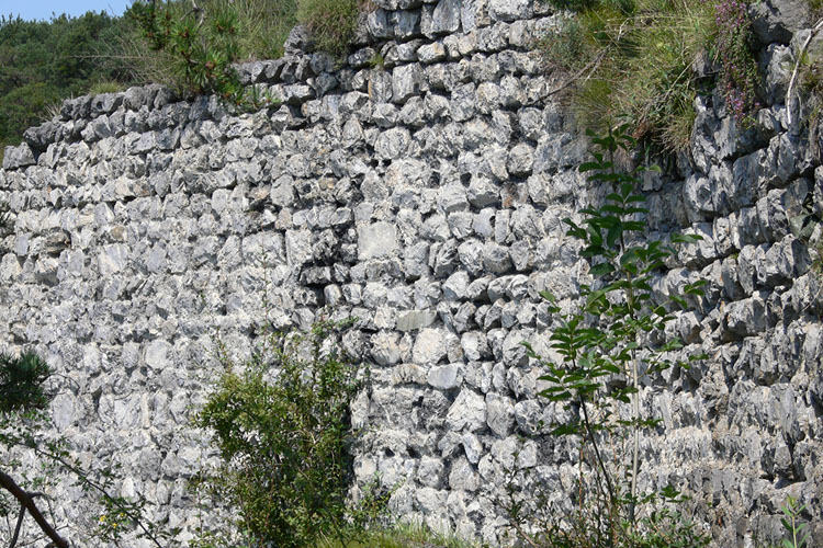 Fragenstein: Mauerwerk der südlichen Ringmauer