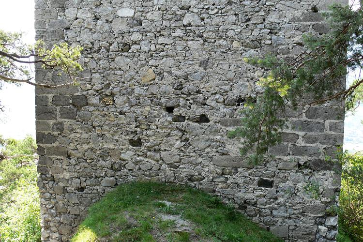 Fragenstein: Weinecker-Turm, Mauerwerk an der Nordseite