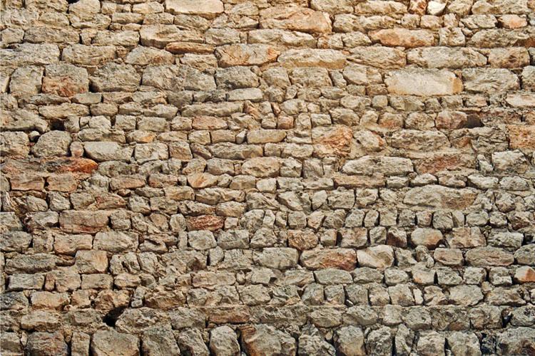 Fragenstein: Mauerwerk an der Innenseite des Wohnturms